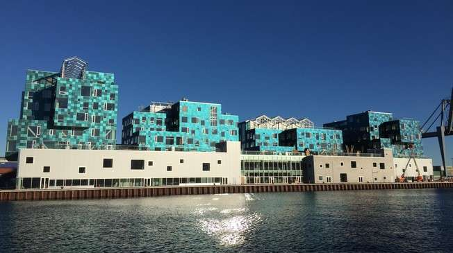The school with the largest solar facade in the world