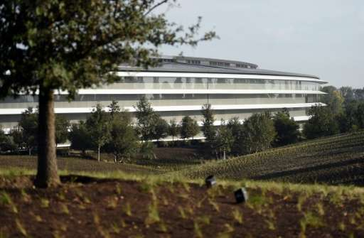 The walls of Apple's new headquarters made of glass, giving the feeling of remaining in nature even after stepping inside