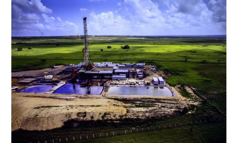 Treated hydraulic fracturing wastewater may pollute area water sources for years