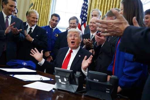 Trump signs NASA bill, ponders sending Congress to space (Update 3)
