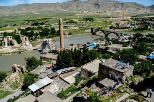 Turkish officials have promised to relocate the  historic monuments of Hasankeyf before the town is flooded as part of a hydroel