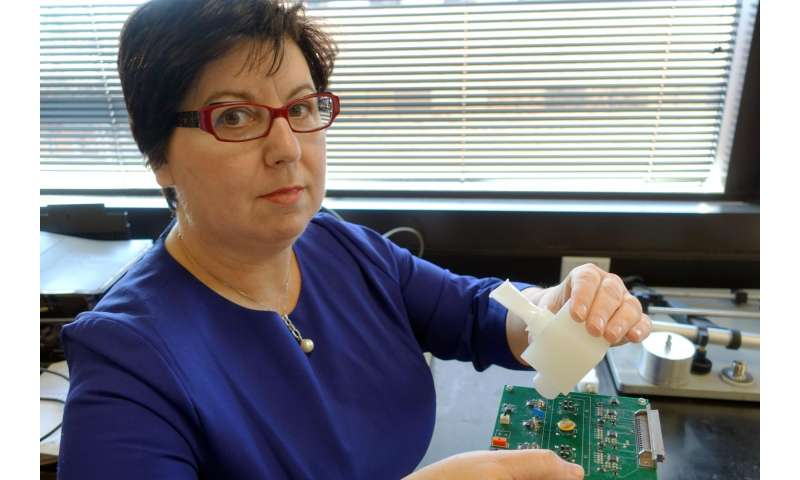 UTA materials scientist invents breath monitor to detect flu