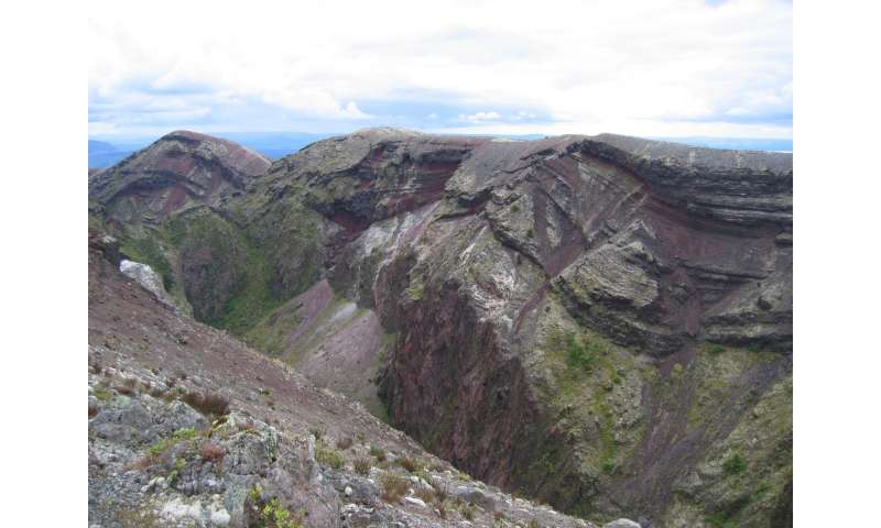Volcanic crystals give a new view of magma