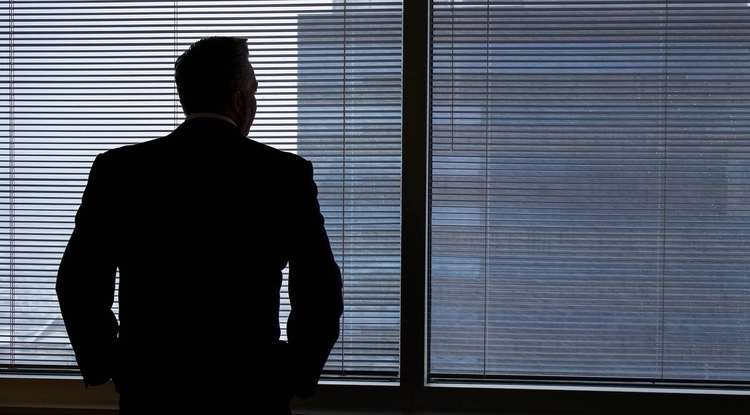 Why CEOs of failing companies jump ship... or don't