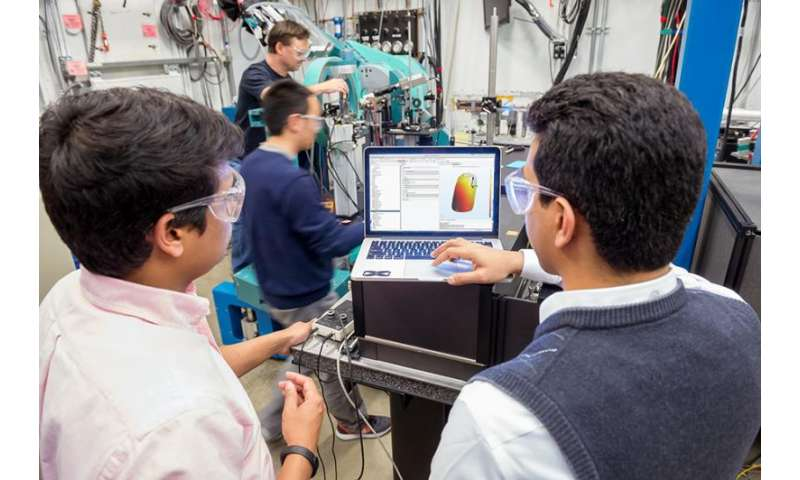 X-ray imaging and computer modeling help map electric properties of nanomaterials
