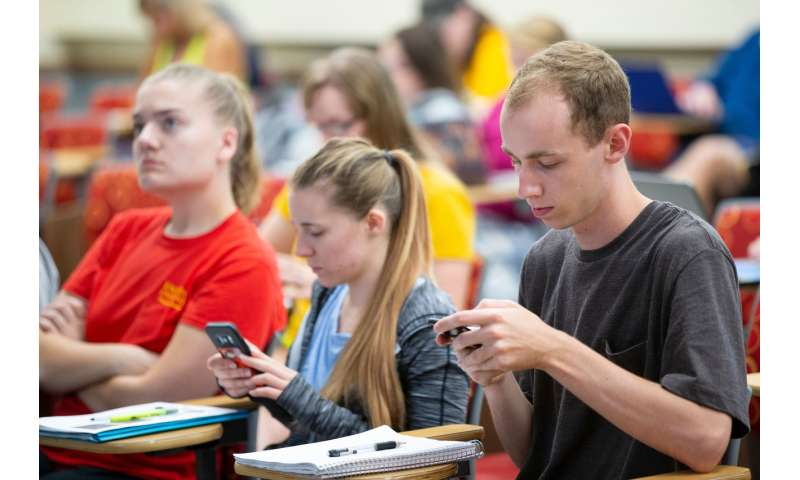 Asking questions, testing improves student learning of new material