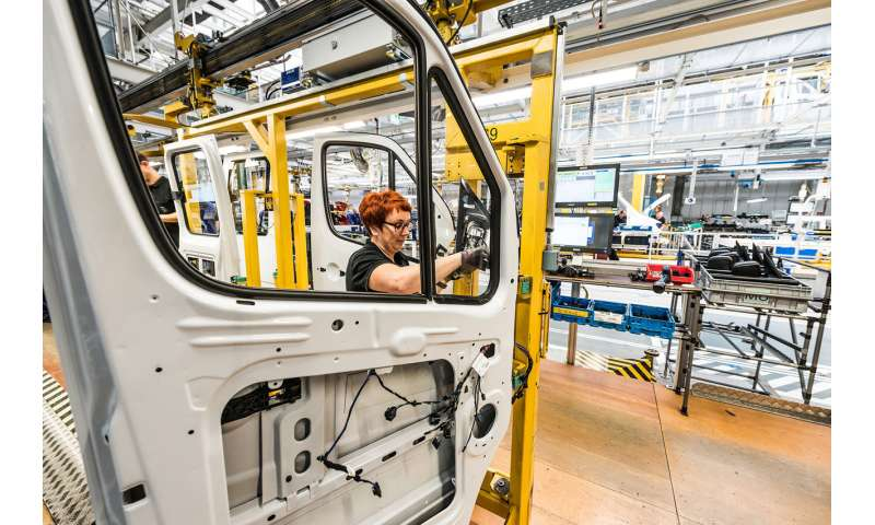 Digitization in motor vehicle manufacturing