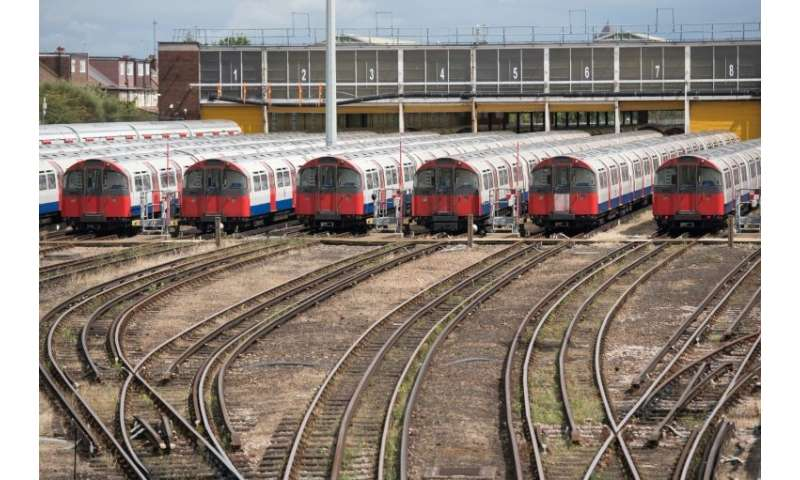 German engineering giant Siemens is to build nearly 100 trains for London Underground's Piccadilly Line