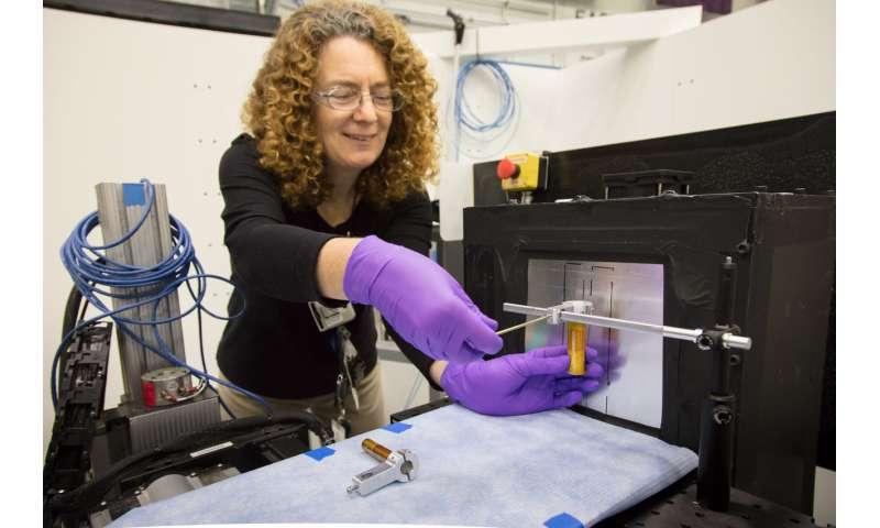 Good vibrations: Neutrons lend insight into acoustic fracking