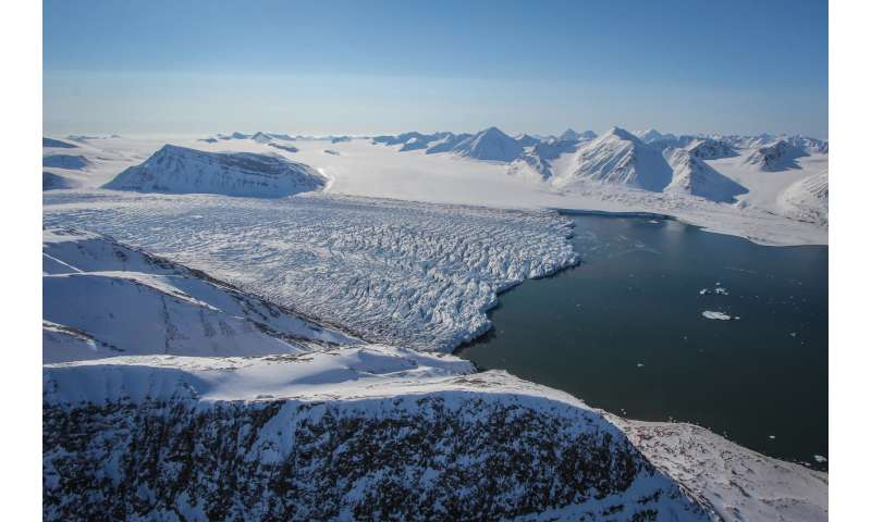 Investigating glaciers in depth