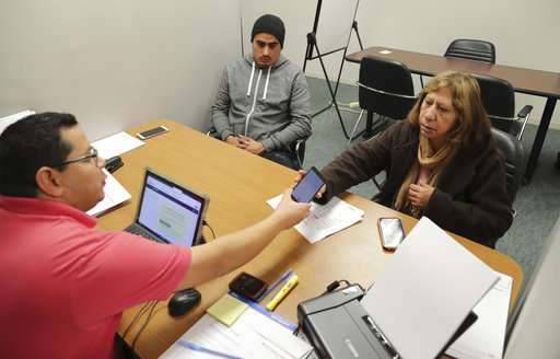 Poll: Latinos see health care communication barriers