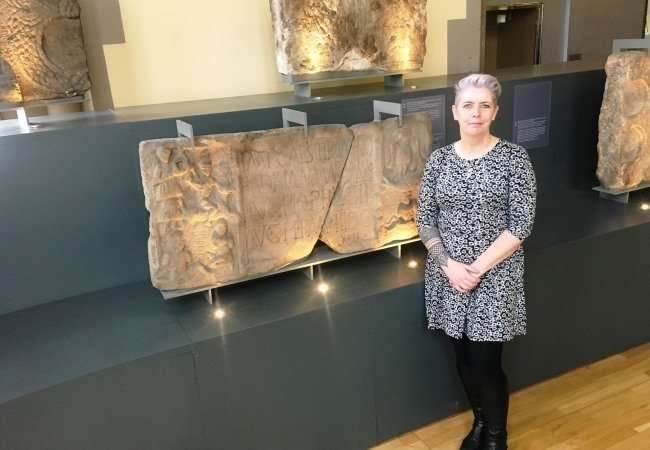 Archaeologist finds red and yellow paint on antonine wall