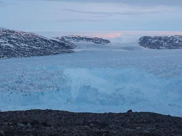 Scientists capture breaking of glacier in Greenland