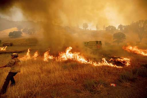 Wind spreads California fire as other states battle blazes (Update)
