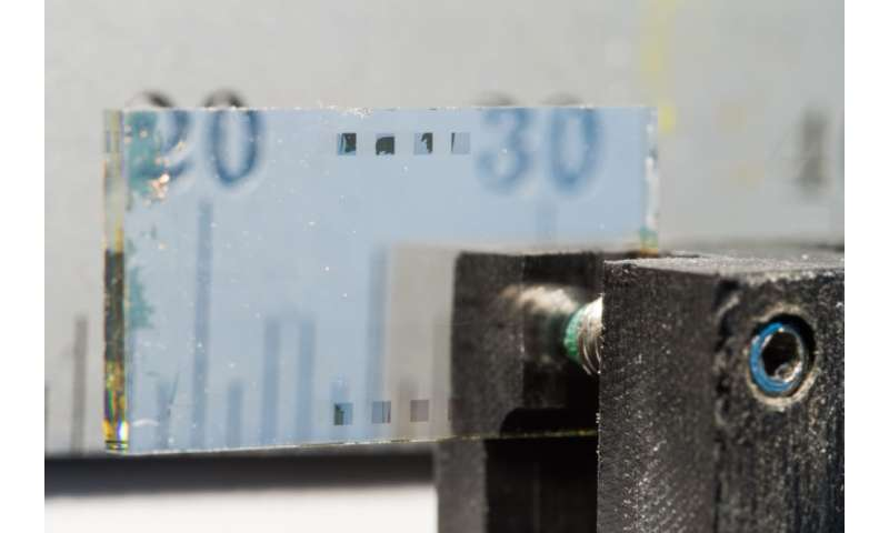 Researchers develop small device that bends light to generate new radiation