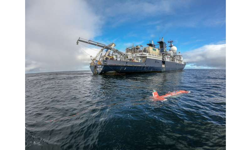 Artificial intelligence guides rapid data-driven exploration of underwater habitats