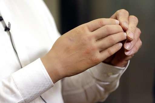 Italian researchers develop lighter, cheaper robotic hand