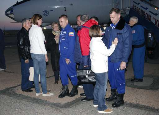 US, Russian crew in Russian space center after failed launch