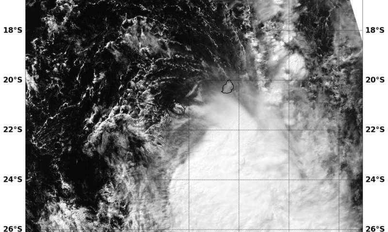 NASA's Aqua satellite sees wind shear affecting Tropical Cyclone Fakir