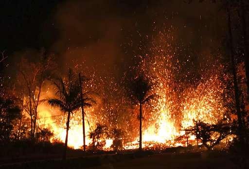 New Hawaii volcano lava fissure spurs more evacuations