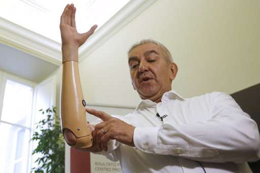 Italian researchers develop lighter, cheaper robotic hand