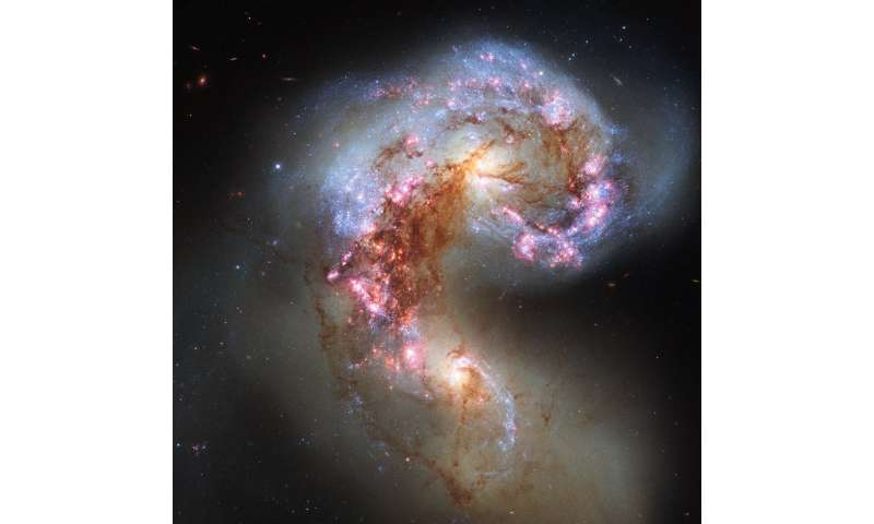 Researchers find organic material in the Antennae Galaxies