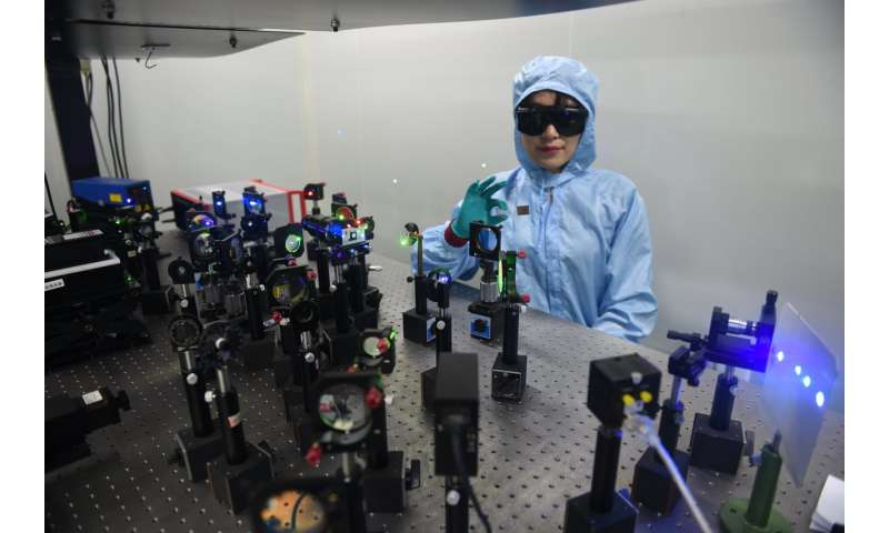 Researchers develop nanoparticle films for high-density data storage