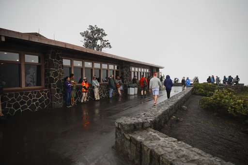 Hawaii officials plead for visitors to keep travel plans