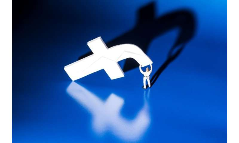 Facebook says it will add new tools to help users avoid  unwanted or hurtful comments, amid growing concerns about cyberbullying
