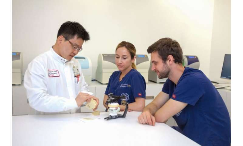 Researchers develop 3-D printing of dentures