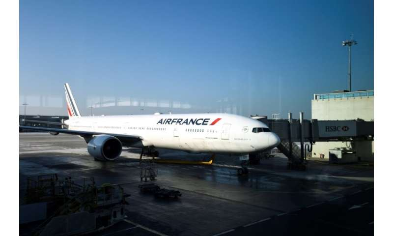 After years of job cuts and other cost-cutting measures, Air France staff are demanding a 6% pay rise