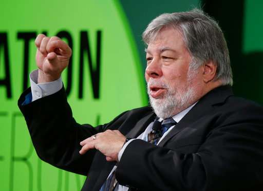 Apple co-founder protests Facebook by shutting down account