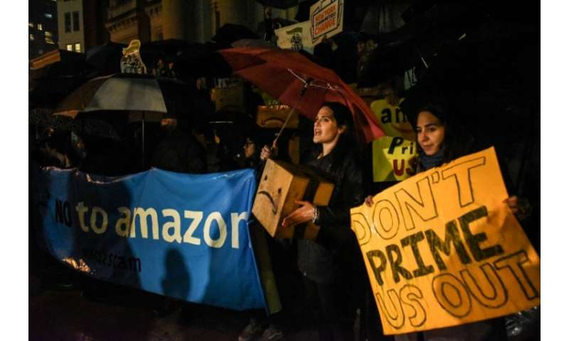 Apple did not get into the bidding war for its new facility unlike Amazon, whose tax incentives have drawn protests in New York