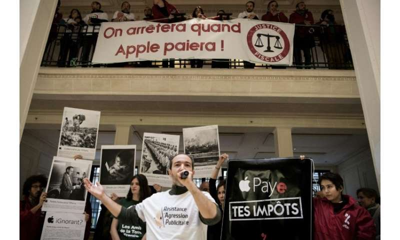 ATTAC has staged protests at Apple outlets in Paris and Aix-en-Provence. Banners held by activists read 'We will stop when Apple