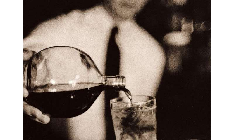 Booze may help or harm the heart, but income matters