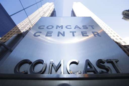 Comcast tops profit forecasts; cable TV subscriptions fall