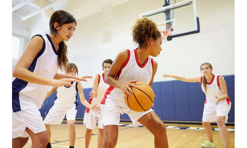 Fewer injuries in girls' sports when high schools have athletic trainers