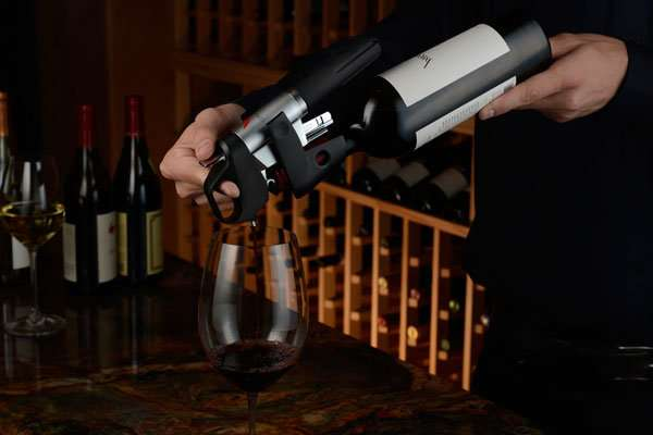 Gadgets Device Lets You Pour The Wine Without Removing Cork