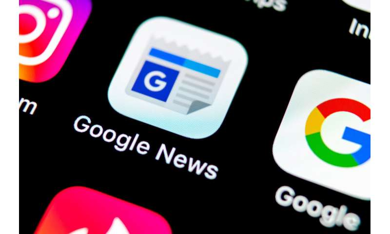Google News serves conservatives and liberals similar results, but favors mainstream media
