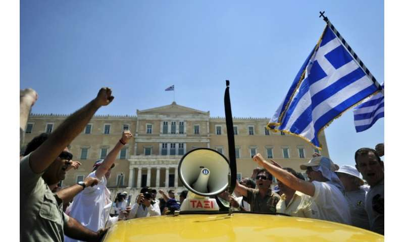 Greek taxi drivers want the government to regulate the sector