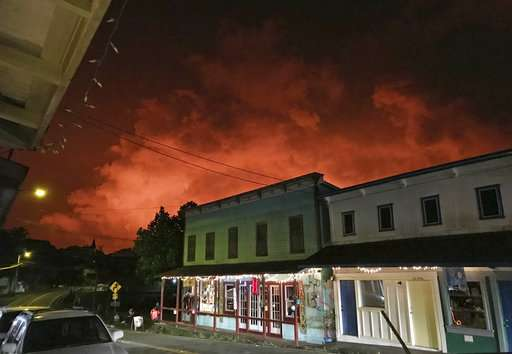 Hawaii businesses seek lava viewing site to reignite tourism