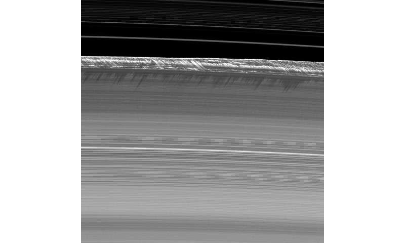 Image: Saturn's B ring peaks