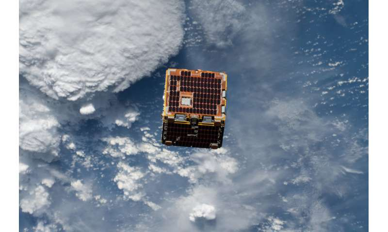 Image: Small satellite demonstrates possible solution for 'space junk'