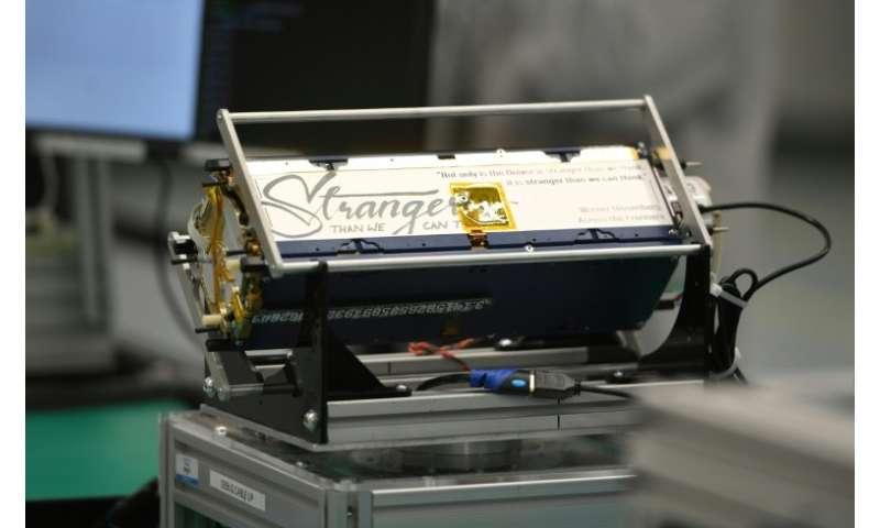 Les nanosatellites de Planet ne pèsent que 5 kg. L'un d'eux est présenté le 11 septembre 2018 à San Francisco