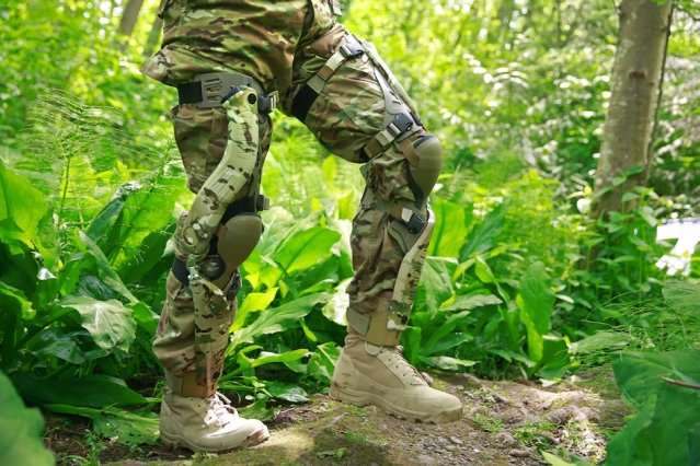 Movement-enhancing exoskeletons may impair decision making