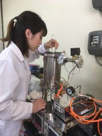 Oxide sintering by air pressure control