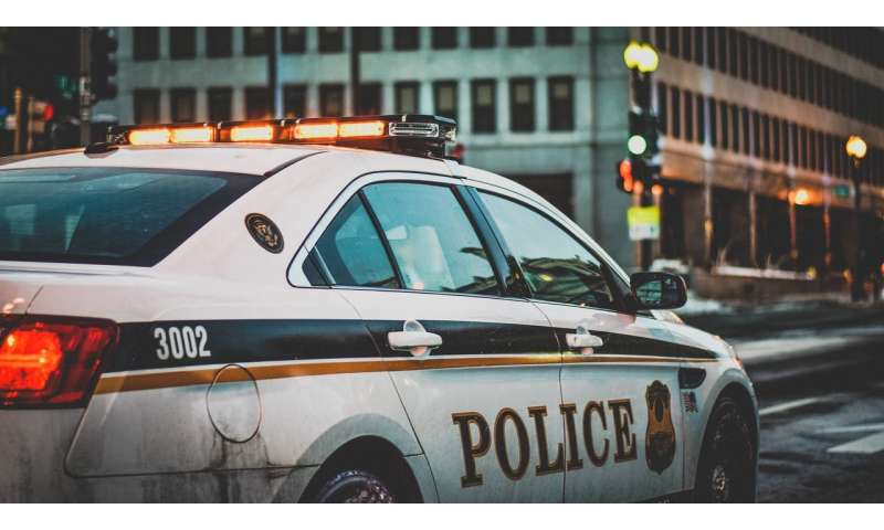 Study finds community-oriented policing improves attitudes toward police