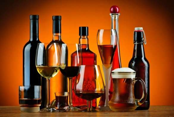 Serving smaller alcoholic drinks could reduce the U.K.'s alcohol consumption