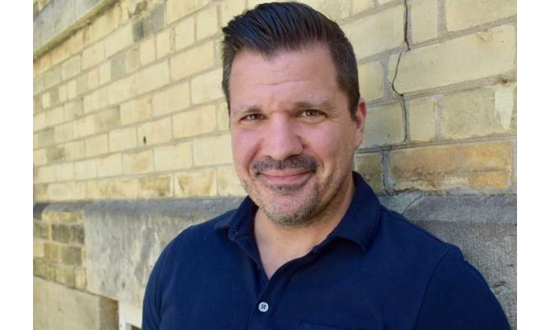 Social media can help with recovery for those who self-injure, U of G prof finds
