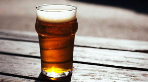 Study finds alcohol dampens brain waves associated with decision-making but not motor control